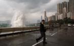 Hong Kong immobilisé par le typhon Haima