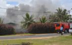 Une maison en feu à Tubuai