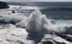 Espagne: 2 morts, un disparu emportés par une vague géante aux Canaries