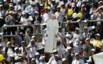 """Dans un stade du Caire, le pape """"éclipse la tristesse"""" des fidèles"""