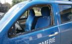 """Le """"prince"""" fracasse la voiture des gendarmes à coups de chaise"""