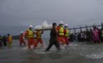 Crash d'avion en Birmanie: 29 corps repêchés sous les yeux de leurs proches