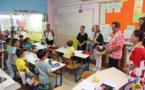 Le maire de Nouméa rencontre les enfants de l'école de St Paul - Ste Thérèse de Taunoa