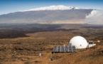 Vie sur Mars: six volontaires sortent après une simulation de huit mois