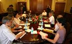 Gaston Tong Sang reçoit les inspecteurs de la mission d'assistance et d'expertise de l'Etat