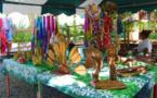 Des fleurs et de l'artisanat au fare rima'ī de Mara'a à Paea