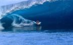 Surf de gros - Mateia Hiquily en tow-in à Teahupo'o