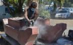 La famille Tamarii sculpte un va'a de pierre grandeur nature