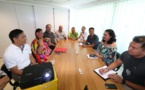 Nicole Bouteau rencontre une délégation du groupe californien Mega 5
