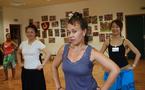 Initiation aux arts traditionnels:  Les sourires du soleil levant adoptent le 'Ori tahiti