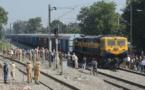 Un train percute une foule en Inde : une soixantaine de morts