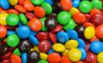Le controversé dioxyde de titane va-t-il vraiment disparaître de nos assiettes ?