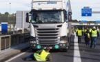 """Décès d'un """"gilet jaune"""" en Belgique: le chauffeur suspecté relâché"""