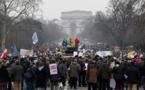 """Des milliers d'anti-avortement manifestent """"pour la vie"""" à Paris"""