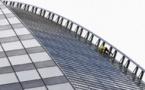 """Le """"Spiderman"""" français escalade une tour de la Défense """"pour sauver Notre-Dame de Paris"""""""