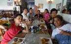 Des jeunes Polynésiens découvrent le quotidien d'un restaurateur