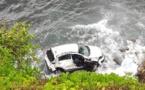 Ils sortent indemnes d'une chute spectaculaire en voiture