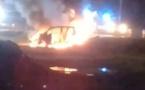 Une voiture en feu à Atimaono