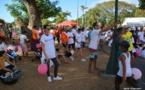 Mille personnes marchent pour les enfants