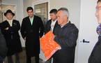 Kalani Teixeira visite une société de transformation de produits agricoles dans les Yvelines