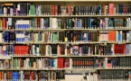Dans une bibliothèque américaine, un mystérieux lecteur cache les livres critiquant Trump