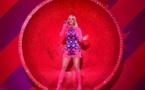 Surprise! Katy Perry révèle être enceinte dans son dernier clip