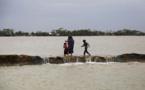 Au Bangladesh, inondations et larmes une semaine après le cyclone Amphan