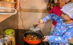 """Birmanie: """"La petite Chef"""", 8 ans, crée le buzz du confinement avec ses recettes en ligne"""