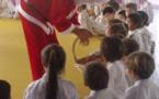Le père Noël viste les clubs de l'école de judo de Polynésie (EJJP)