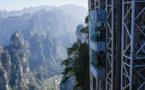 """Vue sur """"Avatar"""": en Chine, dans le plus haut ascenseur extérieur du monde"""