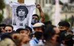 Veillée funèbre en Argentine, chants à Naples, la planète pleure Maradona