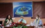 Nicole Bouteau tâte le terrain à Bora Bora