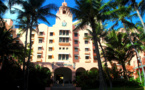 1927 : Un paquebot et un hôtel de luxe lancent Waikiki