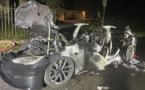 """Une toute nouvelle Tesla """"Plaid"""" prend feu avec le conducteur au volant"""