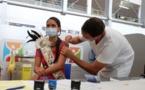 Miss Tahiti se vaccine pour montrer l'exemple