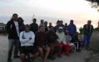 Tubuai : les habitants bloquent les travaux sur le port avec un sit-in pacifique