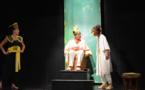 """Théâtre :  un """"Papa Upu"""" cynique et burlesque qui ouvre la réflexion"""