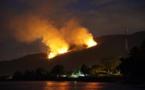 Vallée de Papehue : Le flanc de colline est en feu