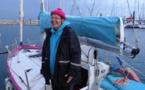 A 69 ans, à bord d'un voilier de six mètres, elle est partie de France pour Moorea
