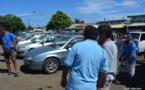 Vente aux enchères : entre bonnes affaires et désillusions au garage de Puurai