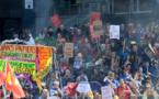 """Pour les manifestants, le mot d'ordre principal était: """"Retrait de la loi travail!"""", un slogan qui a également rythmé les défilés en province, généralement calmes, à Strasbourg, Toulouse, Lyon, Limoges ou Lille."""