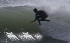 Insolite: Ils surfent...sans planche! (Vidéo)