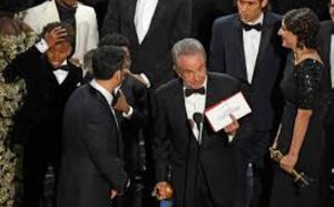 """Chaos aux Oscars: """"Moonlight"""" meilleur film, """"La La Land"""" autre vainqueur"""