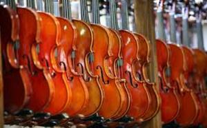 Japon: une femme arrêtée pour avoir détruit 54 violons de son ex-mari