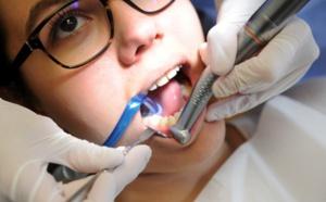 Les dentistes alertent sur les gencives qui saignent