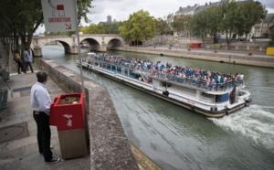 """Les """"Uritrottoirs"""" suscitent rires et grincements de dents à Paris"""