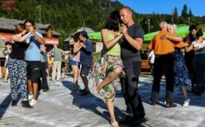 """""""Thérapie au tango"""" dans les montagnes du Monténégro"""