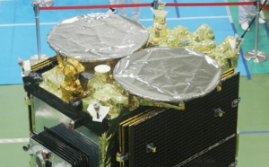 Une sonde japonaise largue deux micro-robots d'exploration au-dessus d'un astéroïde