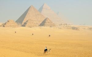 Egypte: polémique autour d'une vidéo d'un couple nu au sommet d'une pyramide