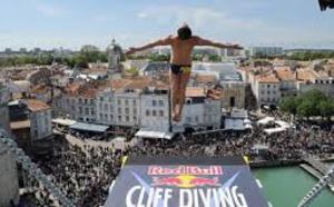 La Rochelle: une marée humaine attendue au concours de plongeon international Redbull cliff diving